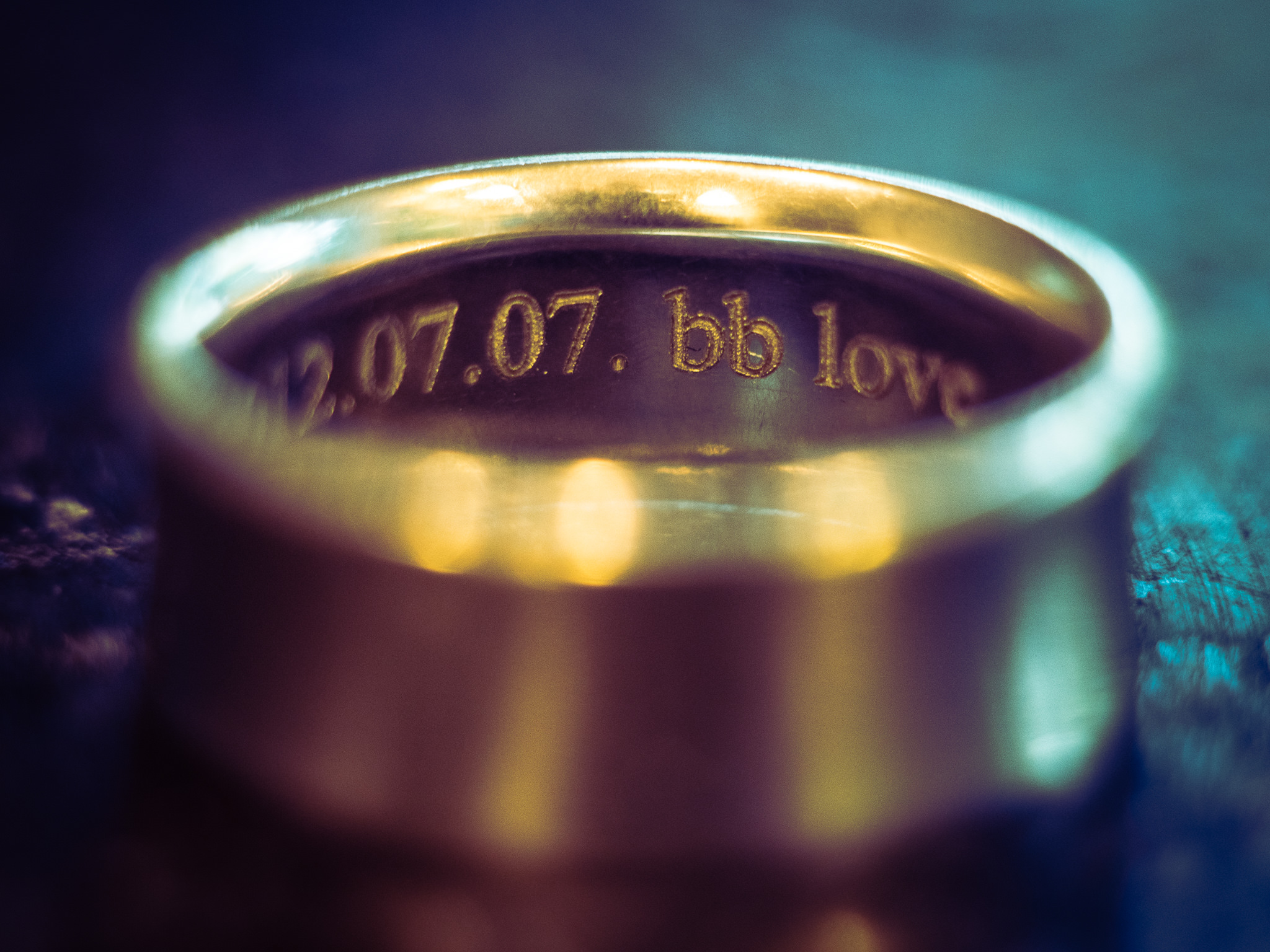 Wedding ring photographed with a Helios 44-2 2/58 lens and macro extension tubes